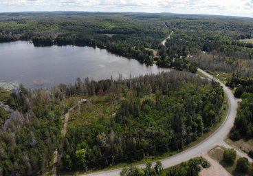 Glamorgan Road, Haliburton - Paradise Lake thumbnail
